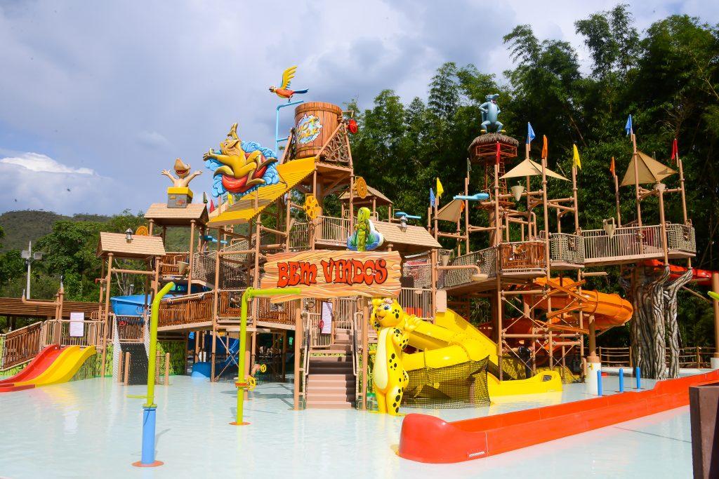 Hot Park recebe crianças deficientes