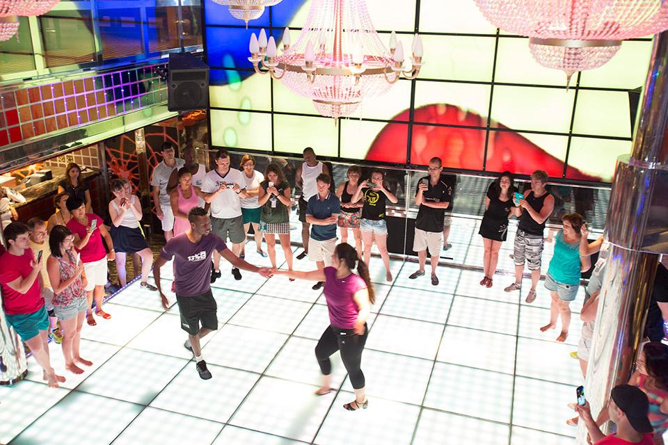 Costa Favolosa faz escala em Buenos Aires - aula de dança