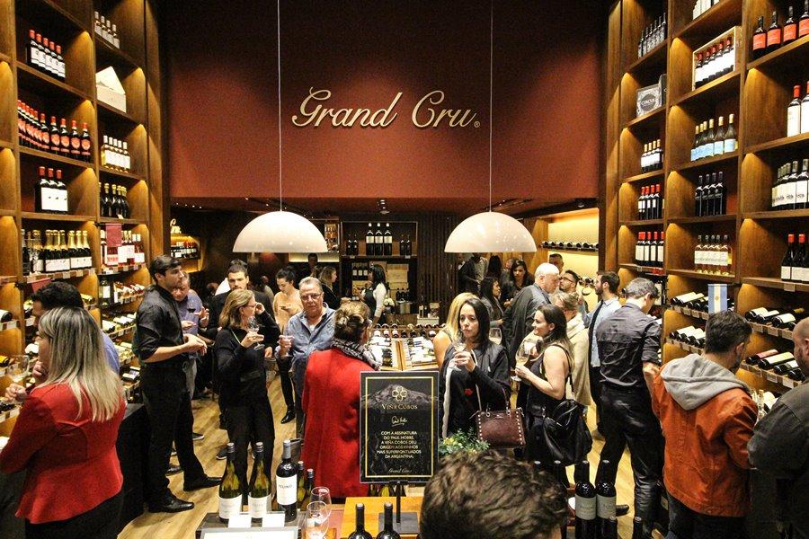 Grand Cru abre loja no Shopping Anália Franco (SP). A inauguração recebeu convidados especiais e apreciadores de vinhos