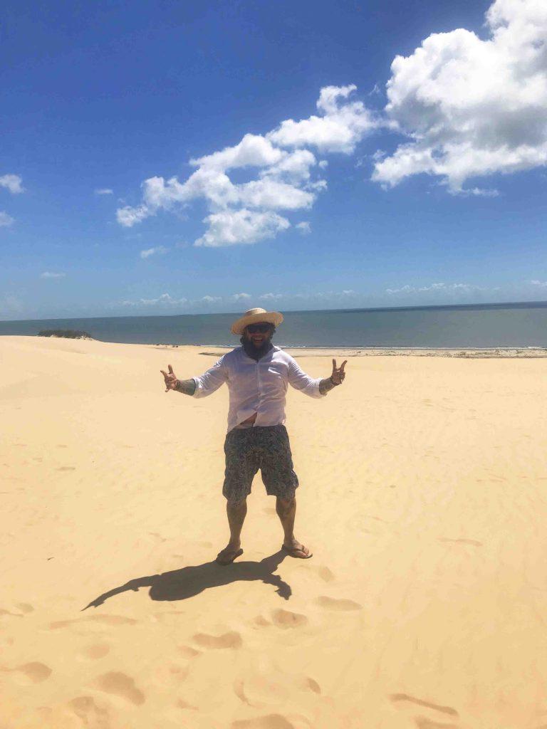 O que fazer na Rota das Emoções - Homem nas dunas