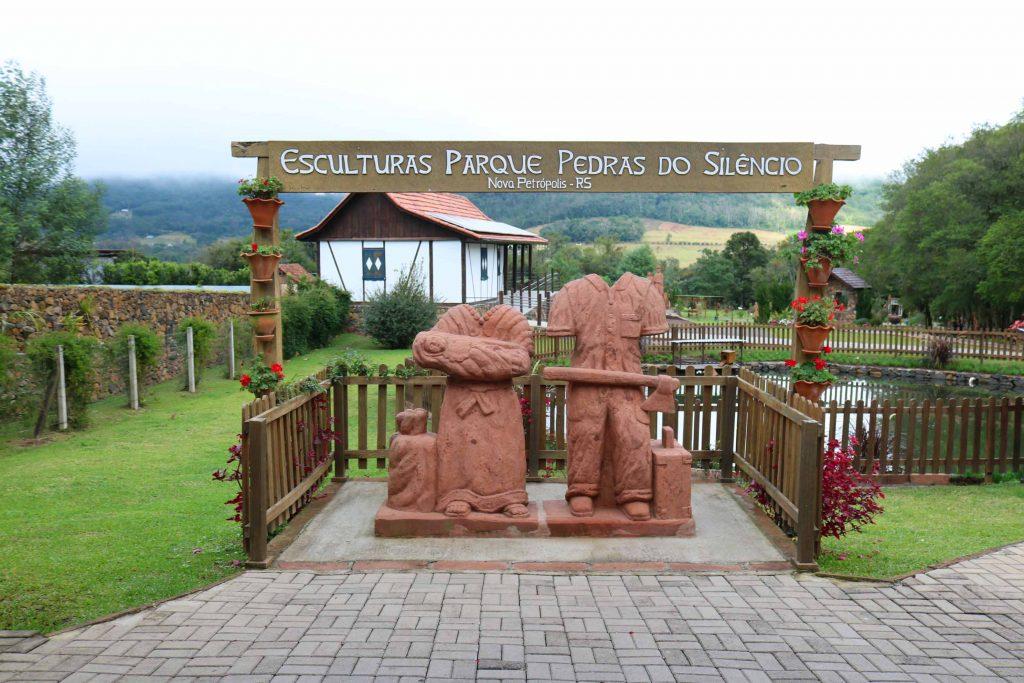 Esculturas do parque pedras do silencio