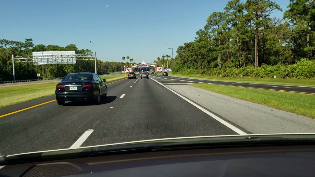 Conheça a Flórida em uma road trip - Carro na estrada