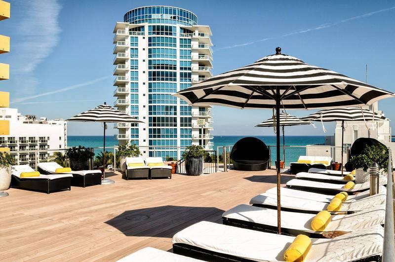 O terraço com solarium do Hotel Croydon